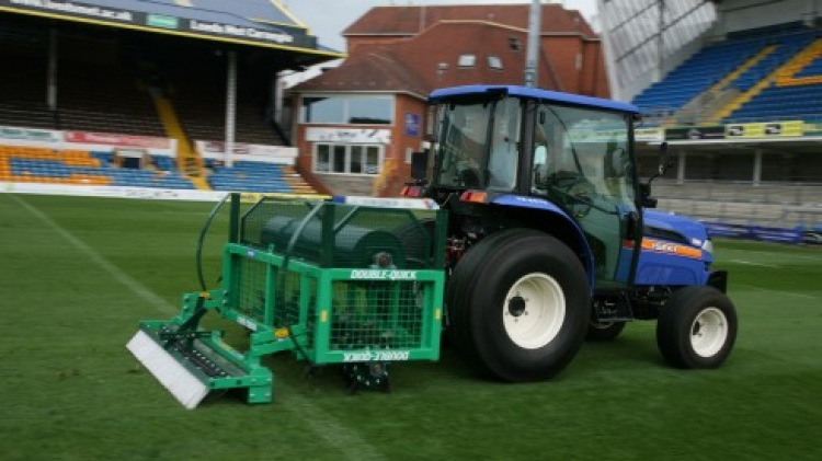Double-Quick aerator at Headingly stadium